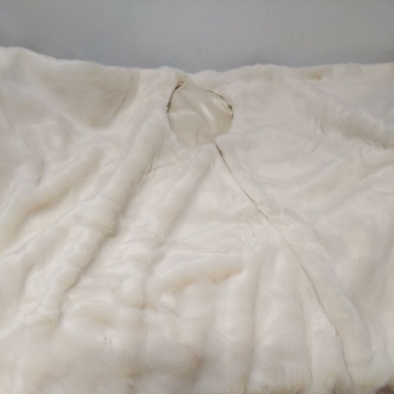 """Balsam Hill Ivory Faux Fur Tree Skirt 84""""  --New/OPEN --"""