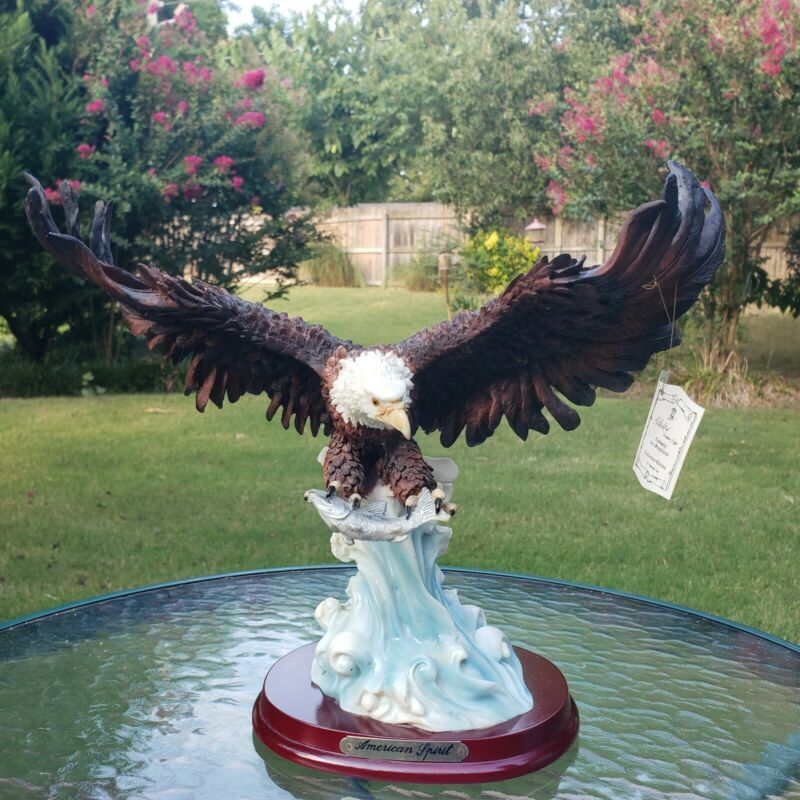 AMERICAN SPIRIT BALD EAGLE WITH FISH RESIN WOOD STAND