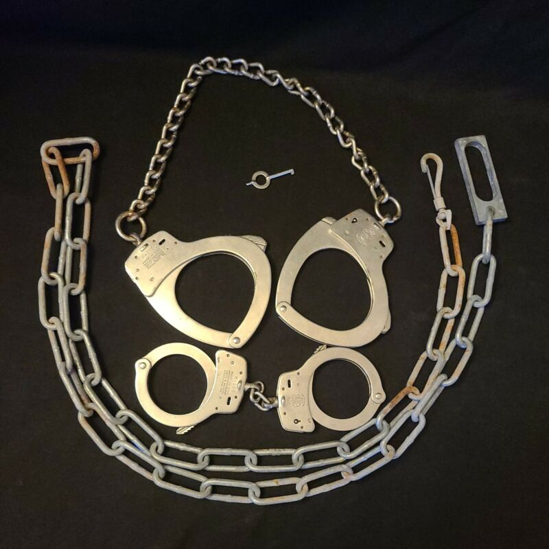 Smith & Wesson M-100 & M-1900 Cuffs Transport Restraint w/ Chain Hand Ankle