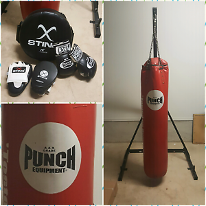 6ft Boxing Bag with Stand, Gloves, Focus Mitts and Kick Pad Catherine Field Camden Area Preview