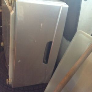 Washer or dryer stand