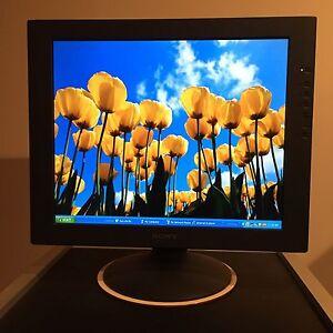 """Sony StylePro SDM-81 18"""" Monitor"""