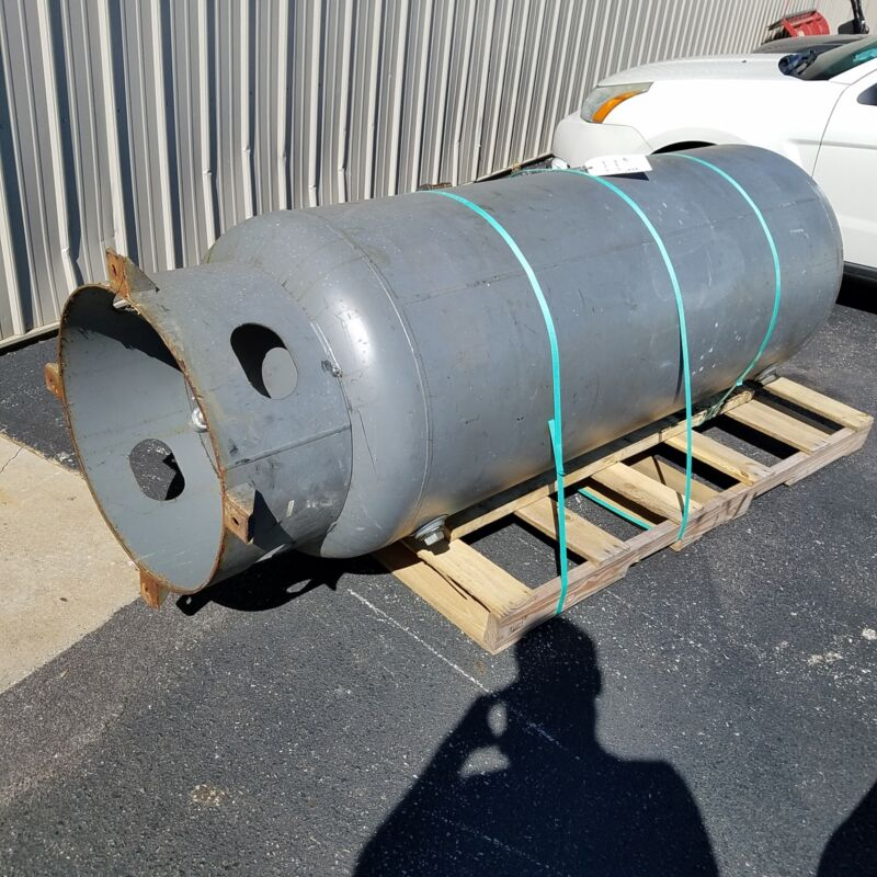 Manchester 302428, 240 Gallon Vertical Air Tank. Yr:2002, MAWP: 200 PSI - USED