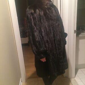 Beautiful black female mink coat, size 3/4, excellent condition  West Island Greater Montréal image 2