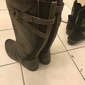 Women's size 11 Earth Boots