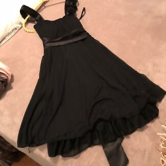 Wanted: Five beautiful Dresses and one jacket. Make Me and offer.