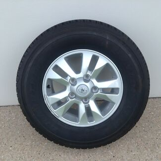 """200 series GXL 17"""" wheels and tyres"""