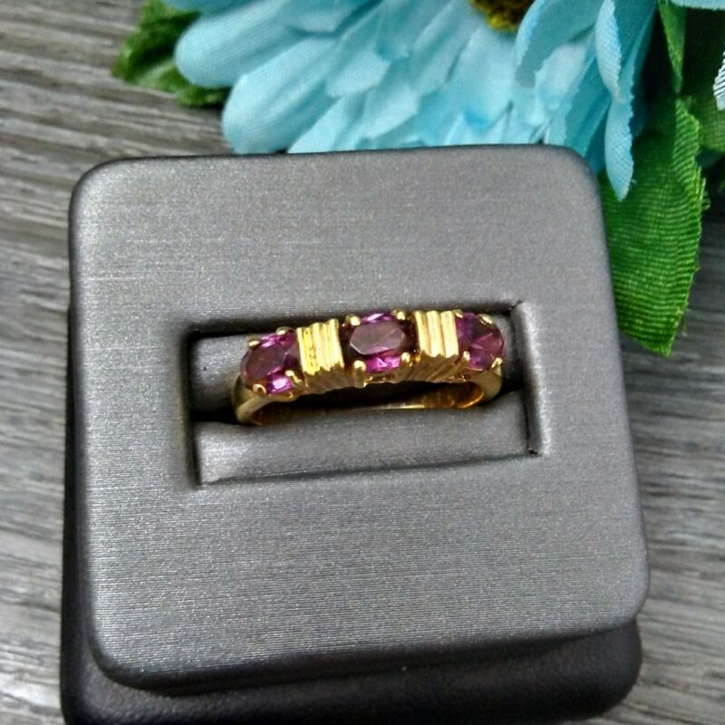 MAMAS ESTATE GOLD TONE RING WITH AMETHYST GLASS GEMS SIZE 8 #U5-10
