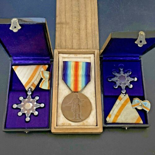 0404e WW1 WWI Japanese  Victory Medal  and Sacred Treasure with box set of 3