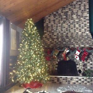 CHRISTMAS TREE PRELIT 9ft REALISTIC