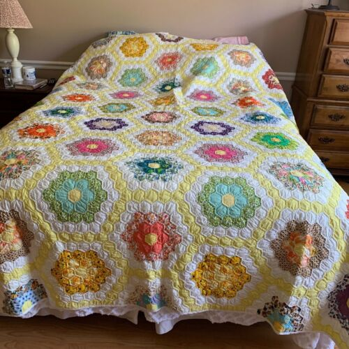 Vintage Quilt Grandmothers Garden hand quilted Shabby Chic Cottage Farmhouse
