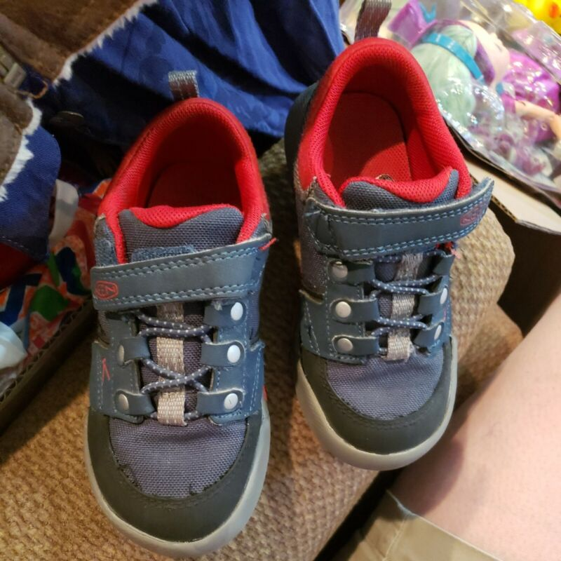 Boys Keen Hiking Shoes Size 9
