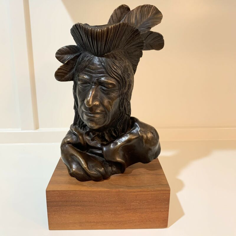 ARNOLD GOLDSTEIN NATIVE AMERICAN INDIAN BUST SIGNED SCULPTURE ART RESIN RARE EUC