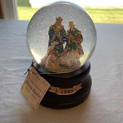 2009 Musical Snow Globe of Nativity Scene fully functional Limited Edition