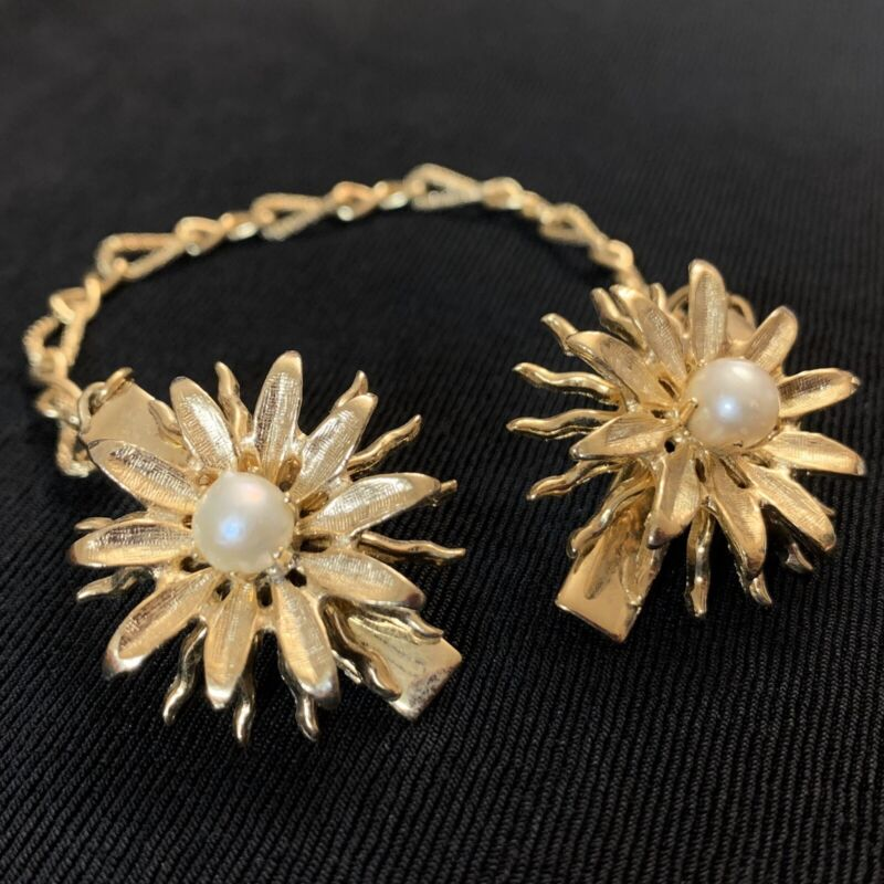 """Vtg Gold Tone Flower Sweater Clip Chain Faux Pearl MOD Signed Pat # 8"""""""