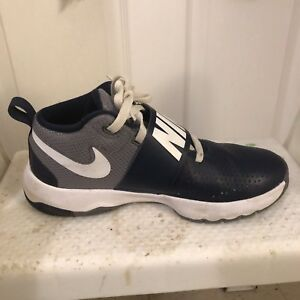 Boys size 7 sneakers