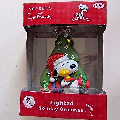 Seasons from Hallmark Ornament Peanuts Lighted Holiday Ornament Snoopy