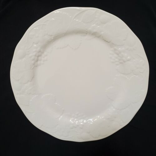 "[NEW] Wedgwood Strawberry & Vine 11"" Dinner Plate - Bone China"