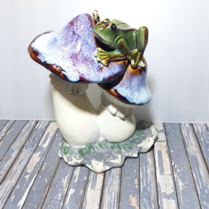Ceramic Frog On Mushrooms Garden Yard Decor