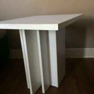 2 tables blanches