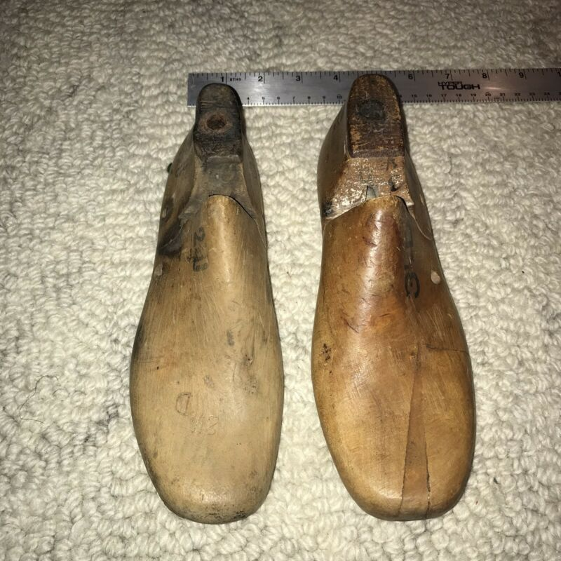 Pair of Vintage Solid Wood Shoe Mold Lath Form - unique (miss Match Sizes)