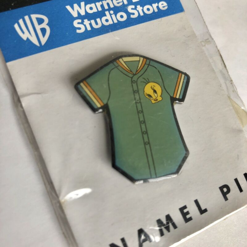 Warner Bros. Tweety Baseball Jersey Collector Trading Pin 1999 Looney Tunes