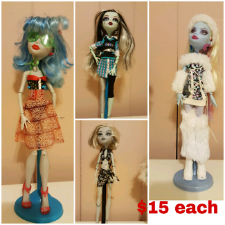 Monster high dolls & other accessories