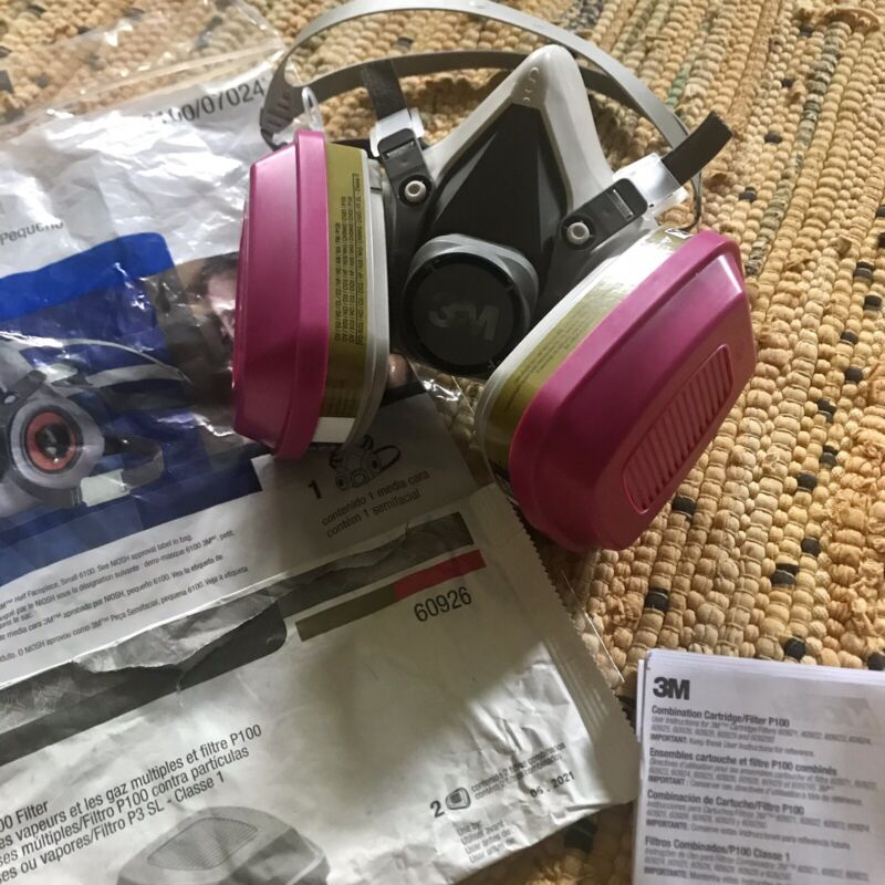 3M Half Facepiece 6100 (Small) • Respirator • 6000 Series • Cartridges Included