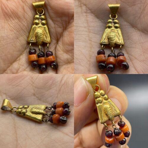 Ancient Graeco-Roman gold cicada bee pendant with carnelian attachments