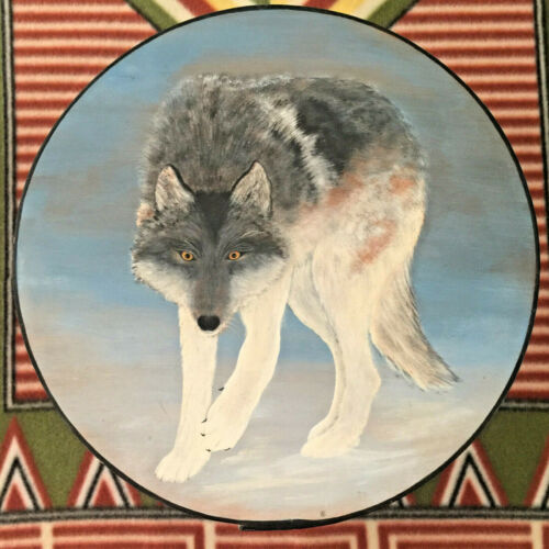 EUC-UNIQUE HAND PAINTED WOLF ROUND WOOD STORAGE BOX COLLECTIBLE ART
