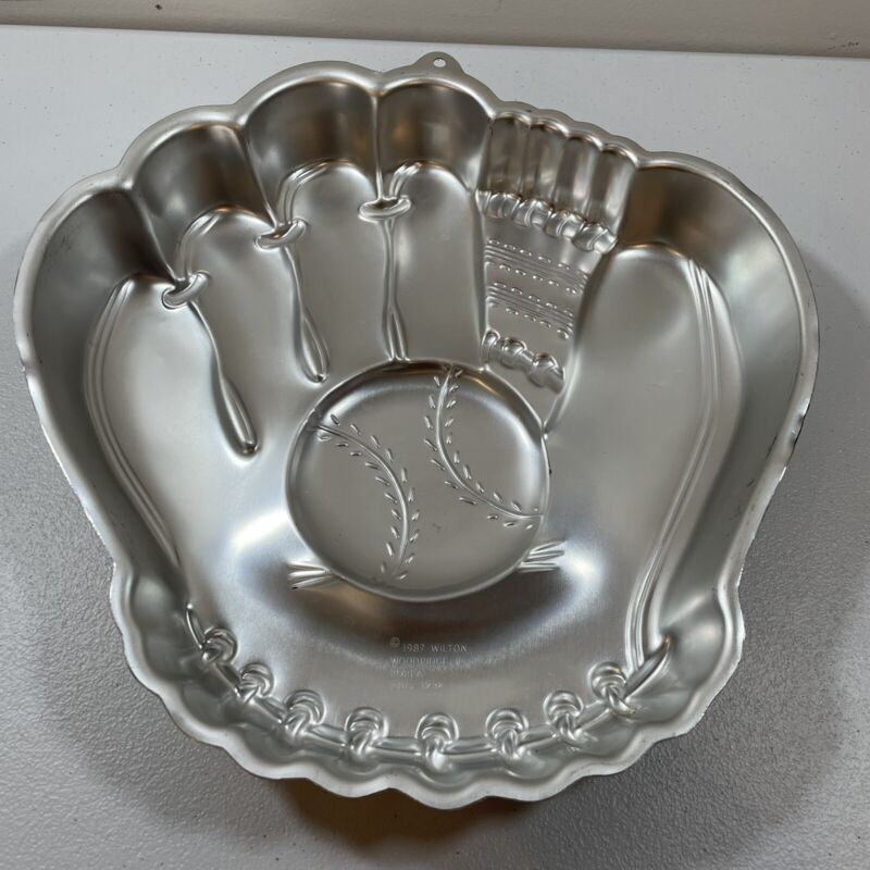 Wilton Vintage Baseball Glove Shape Cake Pan - 1987 (2105-1234)