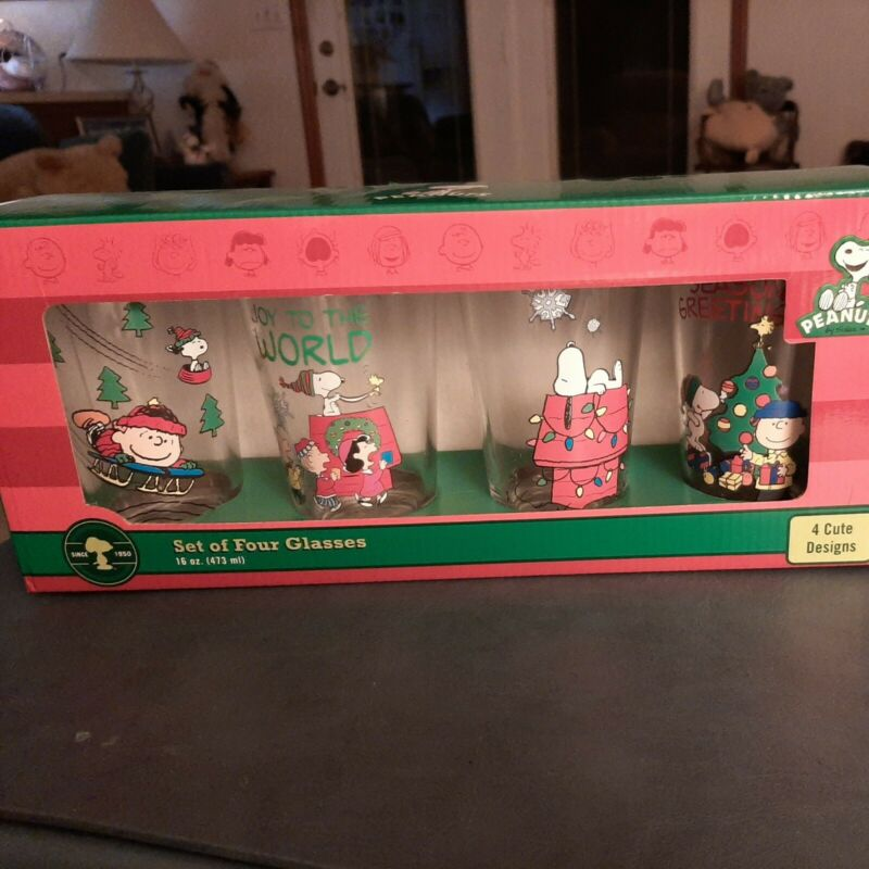 4 Peanuts Christmas Glasses Snoopy Charlie Brown Lucy New In Box