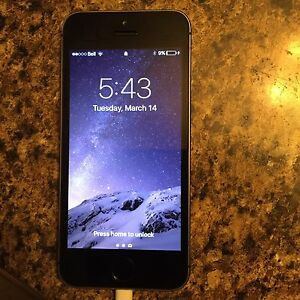 Apple IPhone 5s 16gb (bell network) $200obo