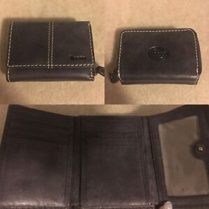 Roots small Wineberry wallet - as new