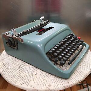 Dactylo / machine à écrire / typewriter Olivetti studio 44