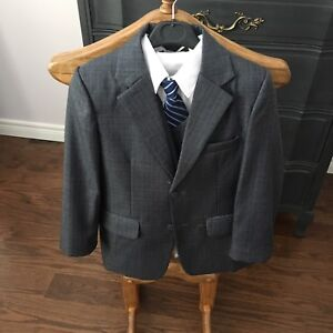 Boys suit size 7 used once