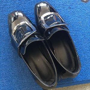 England style patent leather loafer shoes size 34.