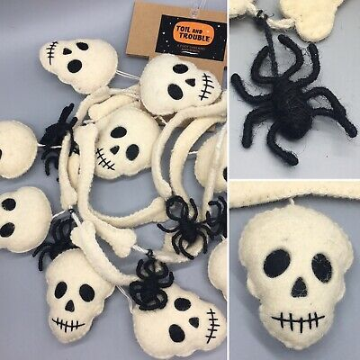 Toil and Trouble Halloween Felt Yarn Spider Skull Bones Garland 6 Feet NEW