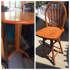 Bar Table/Chairs
