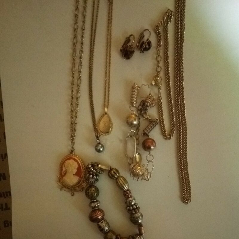 vintage to now jewelry lot Gold Tone.As Is.-#117