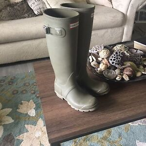 Olive green size 6 hunter boots