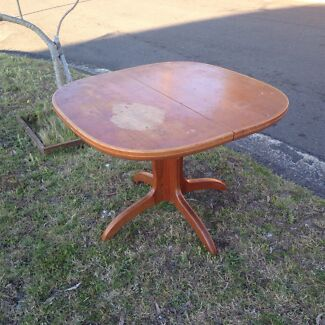 NOW GONE. Free wooden extendable dining table Little Bay Eastern Suburbs Preview