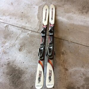 Skiis never used, perfect condition - best offer need gone