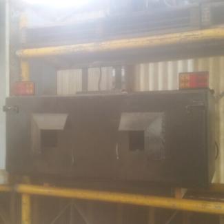 Dog box tow bar