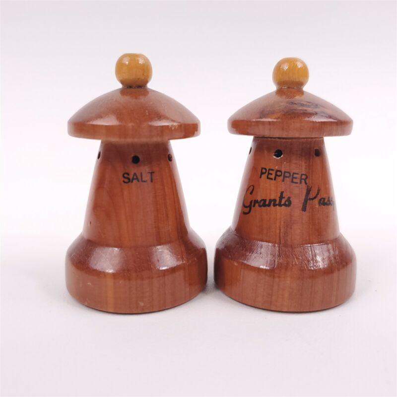 """Wooden Souvenir Grants Pass Oregon Salt & Pepper Shakers 2 1/2"""" Tall"""