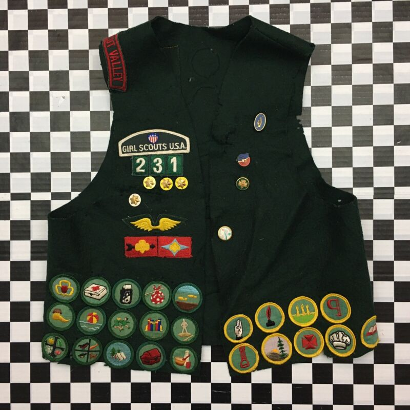VTG 70s 1970s Girl Scouts America Connecticut USA Vest Patches Badges Pins Green