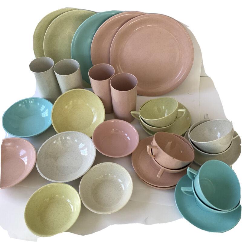 Gothamware Plastic Dish Set Speckled Pastel Vintage Plates Mugs Cups 32 pcs