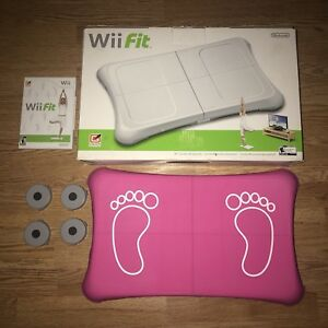 Wii Fit (Complete in Box)