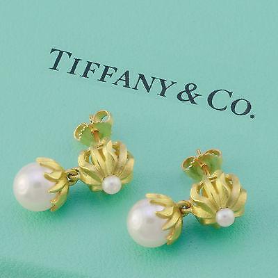 (Tiffany & Co 18 Kt yellow gold pearl dangle earrings)