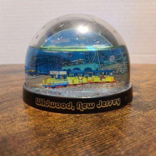 Wildwood New Jersey Souvenir Snow Globe 2005 Tram Car Boardwalk Scenery